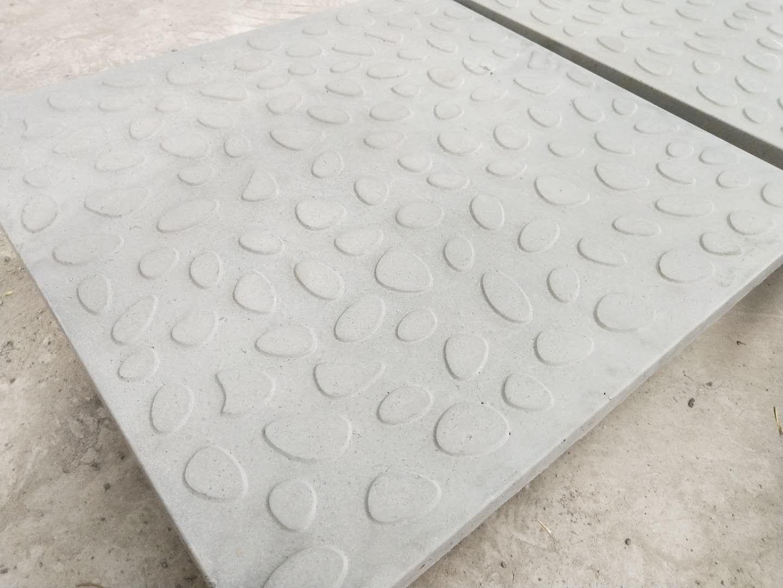 复合电缆沟盖板施工前的高铁盖板
